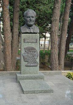 قبر غلام یحیی دانشیان در گورستان مشاهیر باکو