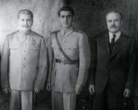از راست: استالین، مولوتوف، محمد رضا شاه، کنفرانس تهران 1943