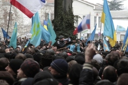 تظاهرات تجزیه طلبان در کریمه با پرچم های روسیه و تاتارستان