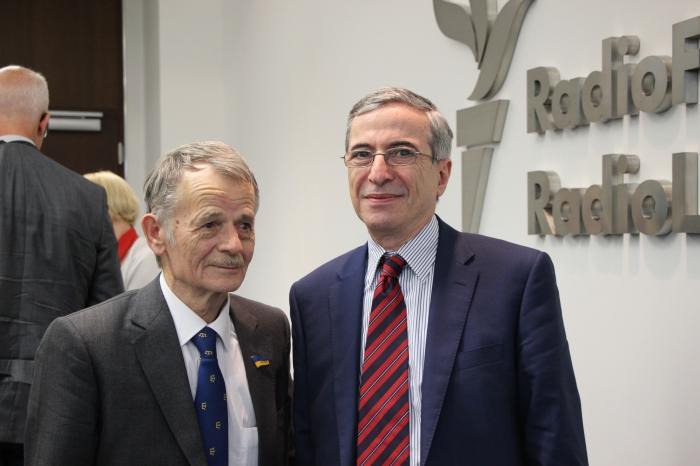 ژوئن 2014 در پراگ، با مصطفی جمیلوف، رهبر تاتار های کریمه