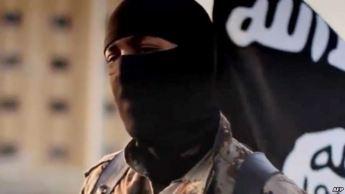 جلاد داعشی منتظر بریدن سر یک ملحد و یا مرتد