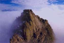 قلعه بابک، در نردیکی شهرکلیبر، آذربایجان شرقی